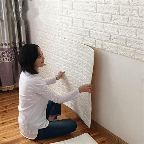memasang wallpaper dinding mudah enggak butuh