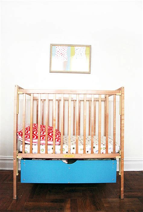 Trick Cribs by 12 Ingenious Space Saving Tips And Tricks For Small Nursery