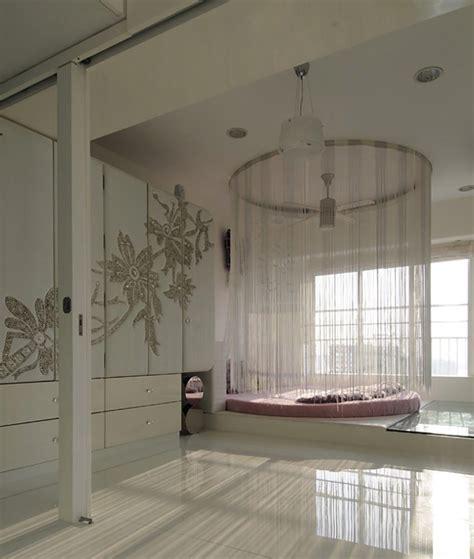 lit rond au cœur d une chambre au design original