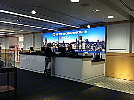 state street help desk new visitor center makes navigating chicago easier
