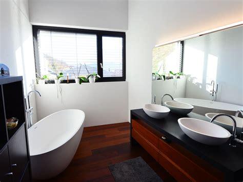 Kleines Badezimmer Badewanne by Kleines Badezimmer Mit Der Freistehenden Badewanne Piemont