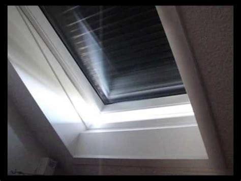 velux dachfenster rolladen elektrisch velux dachfenster mit elektrischer steuerung der rolll 228 den