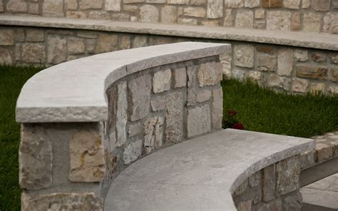 panchina in pietra coprimuro e seduta panchina in pietra perlato coreno
