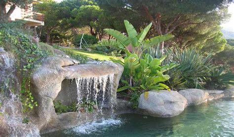 cascate artificiali per interni immagini piscina effetto spiaggia naturale e in roccia