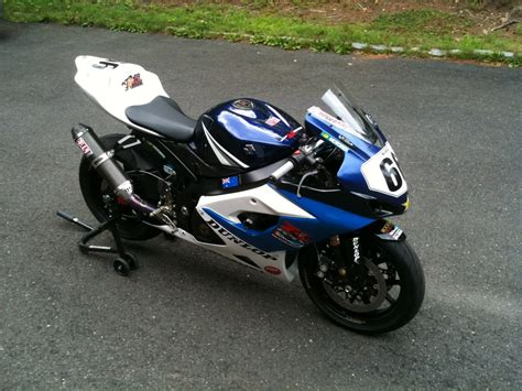 Tyco Suzuki Aufkleber by Pics Of Your Gixxer Race Track Bike Page 6 Suzuki