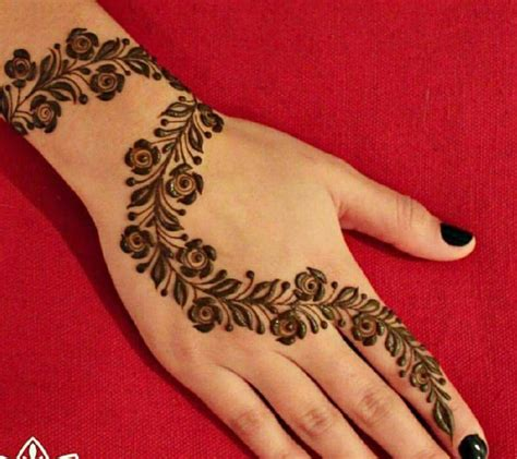 simple henna tattoo hand detail henna heena hennas mehndi and