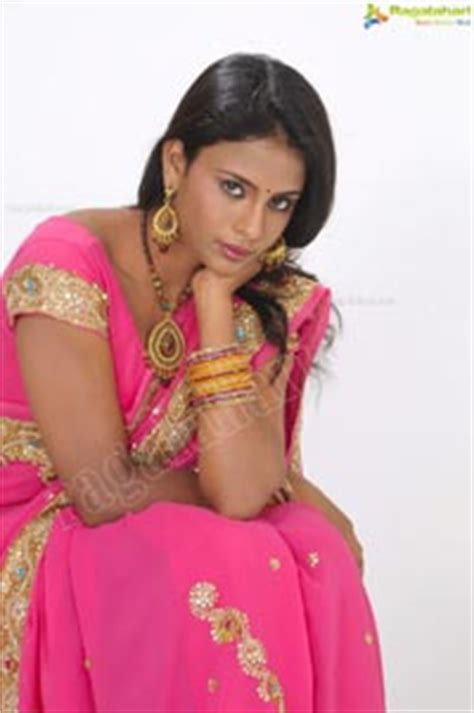 Kumala Syari Ps Pink indian model deepika in pink saree exclusive ragalahari photo session