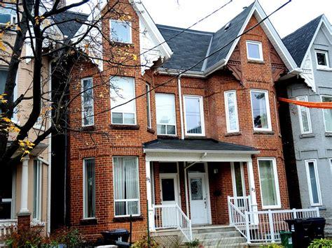 Gable House by Bay And Gable House At 64 Spadina Avenue Toronto