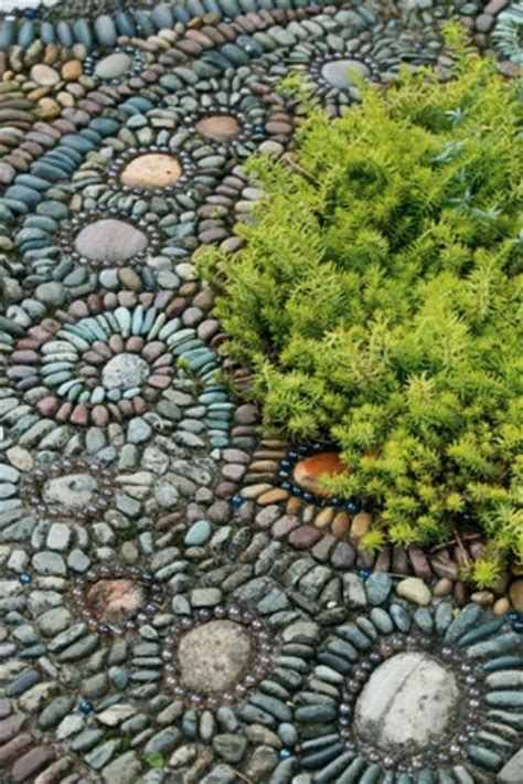 32 Amazing Pebble Garden Paths Digsdigs Mosaic Garden Ideas