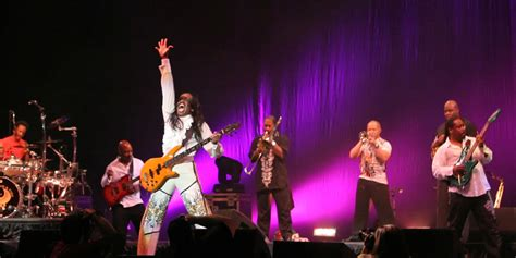 earth wind and fire horn section concert review chicago and earth wind and fire at gexa