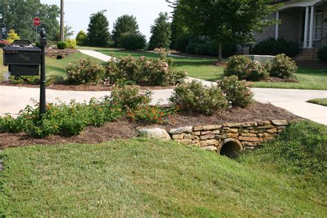 Landscape Ideas Next To Driveway Licious Landscaping Driveway Entrance With Pattern