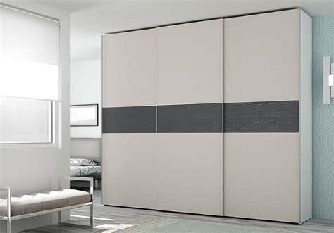 armadio con cassettiera interna armadio con cassettiera interna con inserti a contrasto