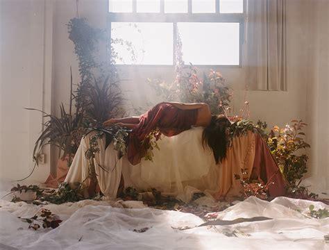 rupi kaur y su nuevo libro the sun and her flowers by carlota guerrero