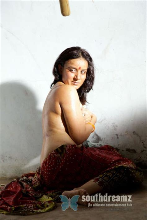 Hot Spicy Actresses Beautiful Bare Back Photos
