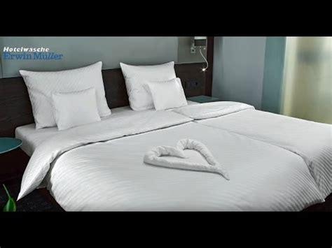 bettdecke zusammenlegen handtuch falten herz perfekt f 252 r valentinstag