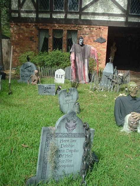 Scary Outdoor Decorations by 25 Best Ideas About Scary Yard On