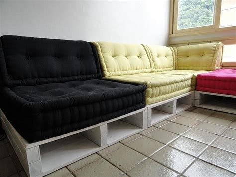 Pallet Sofa Ideas by Wooden Pallet Sofa Designs Recycled Things