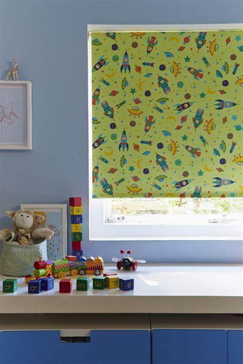roller blinds childrens bedroom 25 best ideas about green roller blinds on pinterest