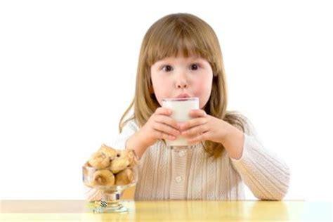 alimentazione durante l allattamento per evitare coliche la colazione dei bambini diredonna