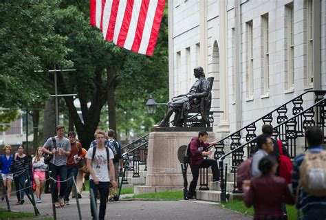 Who Earns More Harvard Mba Or Harvard Lawyer by Harvard S Endowment Earns 5 8 But Lags Some Of Its Peers