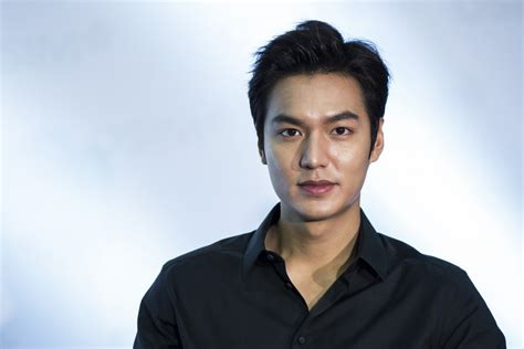 facebook ho watch lee min ho facebook live chat fans question the