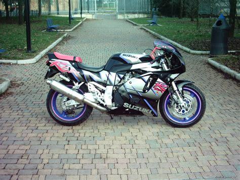 1995 Suzuki Gsxr 750 by Bikepics 1995 Suzuki Gsx R 750
