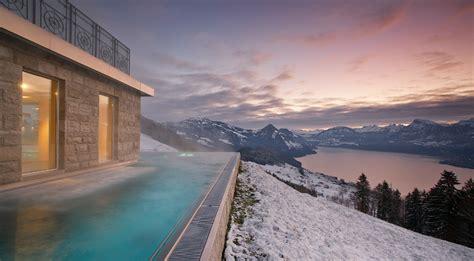 hütte in den alpen luxus hotel spa in den schweizer alpen mit tollem seeblick