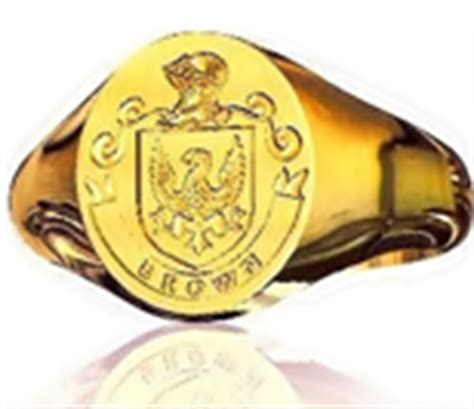 family crest rings make a great gift idea for any member
