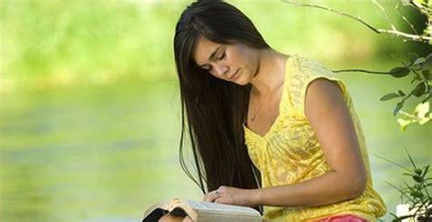 imagenes de mujeres reunidas orando meditaciones cristianas mujer 161 en dios eres valiosa