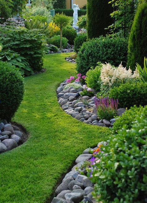 Free Garden Rocks 1000 Ideas About Garden Edging On Flower Bed Edging Landscaping Edging And Garden