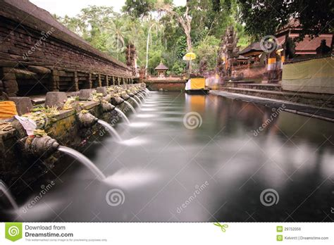 Mukjizat Tirtha Buku Bali Hindu ritual bathing pool at puru tirtha empul bali royalty free stock image image 29752056