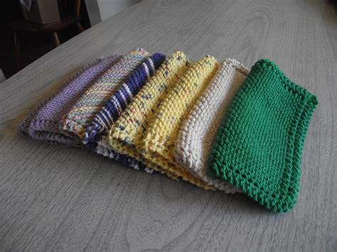 knitted dishcloths vs knitted dishcloth with pattern tutorial