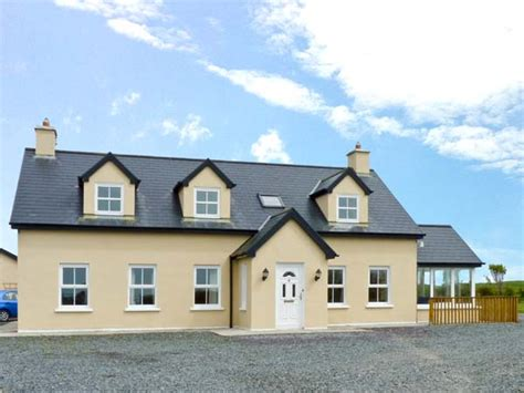 Skibbereen Cottages by Carrigfadda Cottage In Skibbereen County Cork