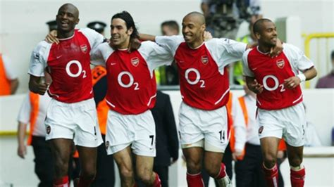 arsenal unbeaten squad arsenal invincibles how wenger s 2003 04 gunners went a