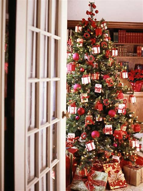 pretty decorated christmas trees 25 beautiful tree decorating ideas