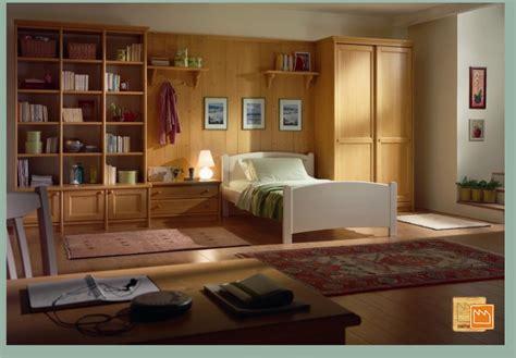 mobili di legno camerette in legno massello con letti a terra