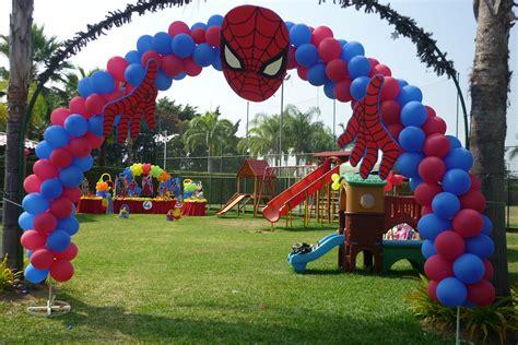 decorar globos superheroes decoracion con globos de los superheroes ideas fiestas