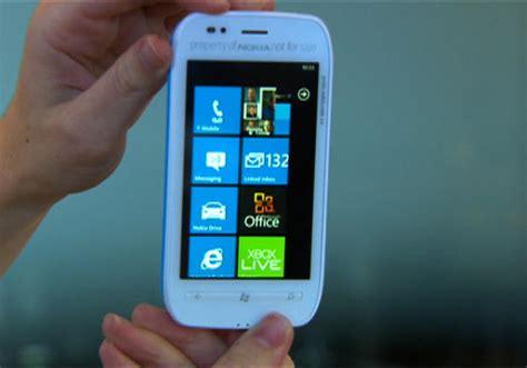 Handphone Nokia Lumia 710 Nokia Lumia 710 Spesifikasi