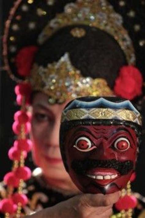 brooch khas vietnam sidha karya putih mask bali indonesia 7 5 inches painted