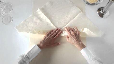 Napkin Swan Origami - napkin folding from duni viola