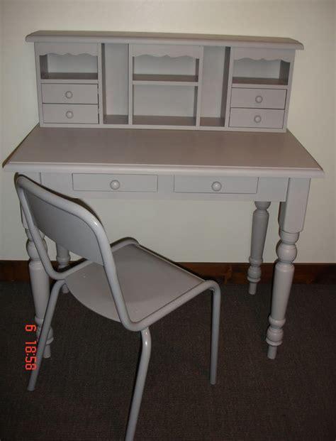 bureau avec rangement au dessus bureau en bois gris avec chaise atelier darblay le