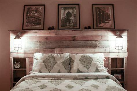 Lovely Chambre Lambris Taupe #6: Tête-lit-palette-bois-brut-rangements-intégrés.jpg