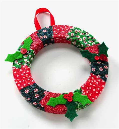how to make a christmas wreath for kids mod podge rocks