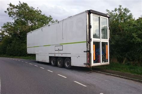 Dad spends £10,000 converting M&S lorry into 2 bedroom