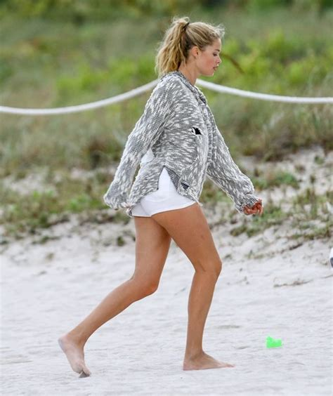 filme schauen cosmos possible worlds doutzen kroes beach 28 images doutzen kroes miami