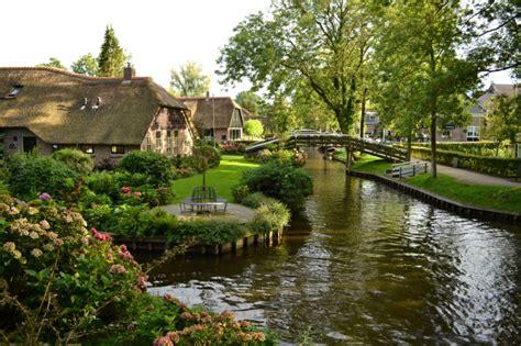 cottage inglesi viaggio in olanda giethoorn i cottage sull acqua e i