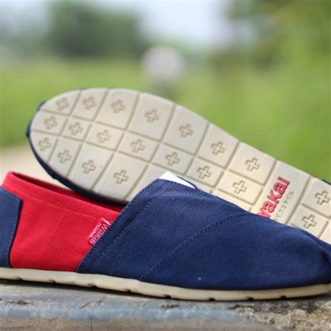 Sepatu Wakai Slip On Wanita Grade Ori Merah usahalutfi barang untuk dijual di carousell