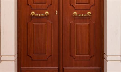 portone di ingresso portone di ingresso in legno su misura stile antico per