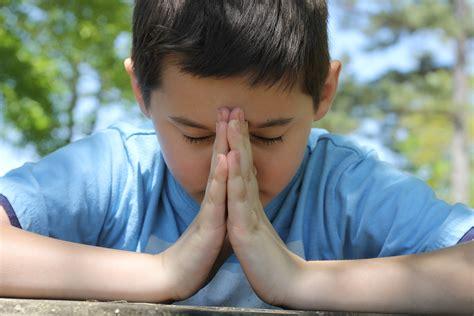 imagenes de niños orando a dios ni 241 o orando juan 1 16
