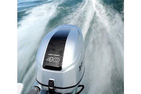 boot met motor zonder vaarbewijs ranieri shark 17 garda charter